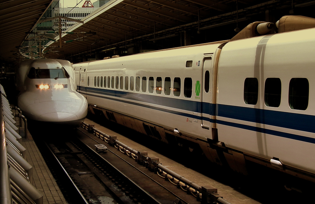 JAPAN RAILWAYS SHINKANSEN SERIES 700D BU by calflier001, on Flickr