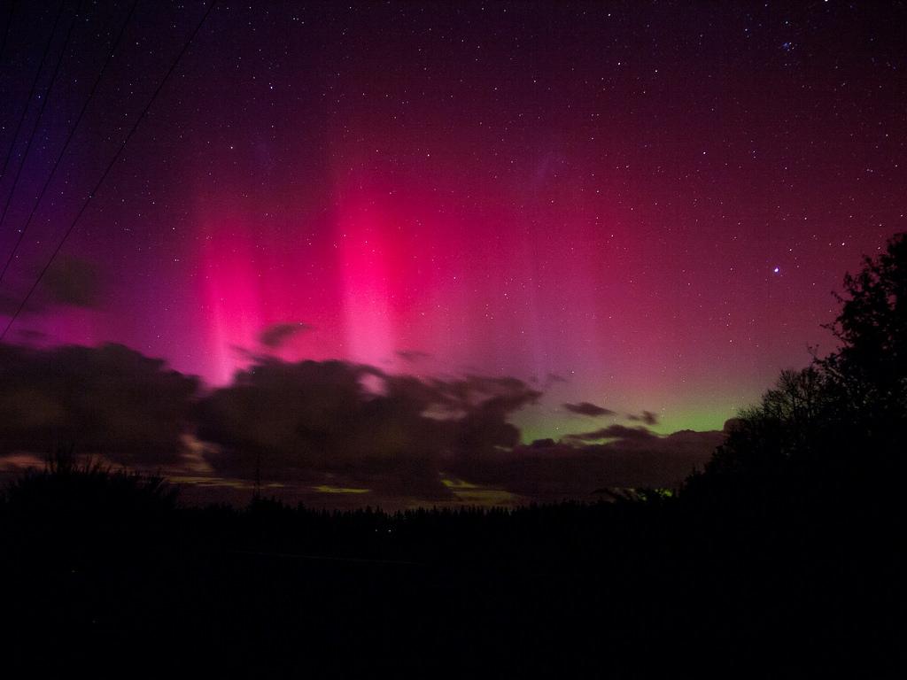 Aurora Australis by KoenbrNZ, on Flickr