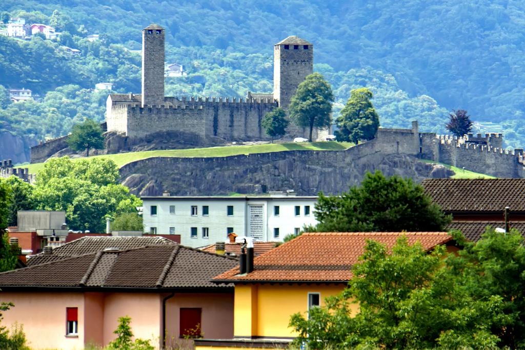 Switzerland-01926 - Castelgrande by archer10 (Dennis) 98M Views, on Flickr