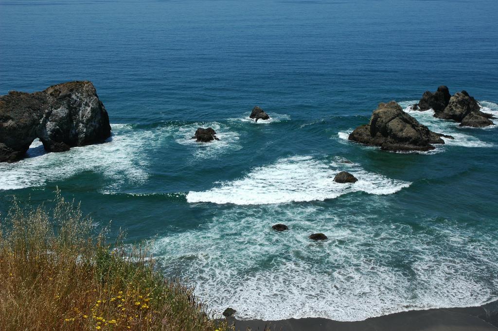 Rock arch, islets, double fan waves brea by Wonderlane, on Flickr