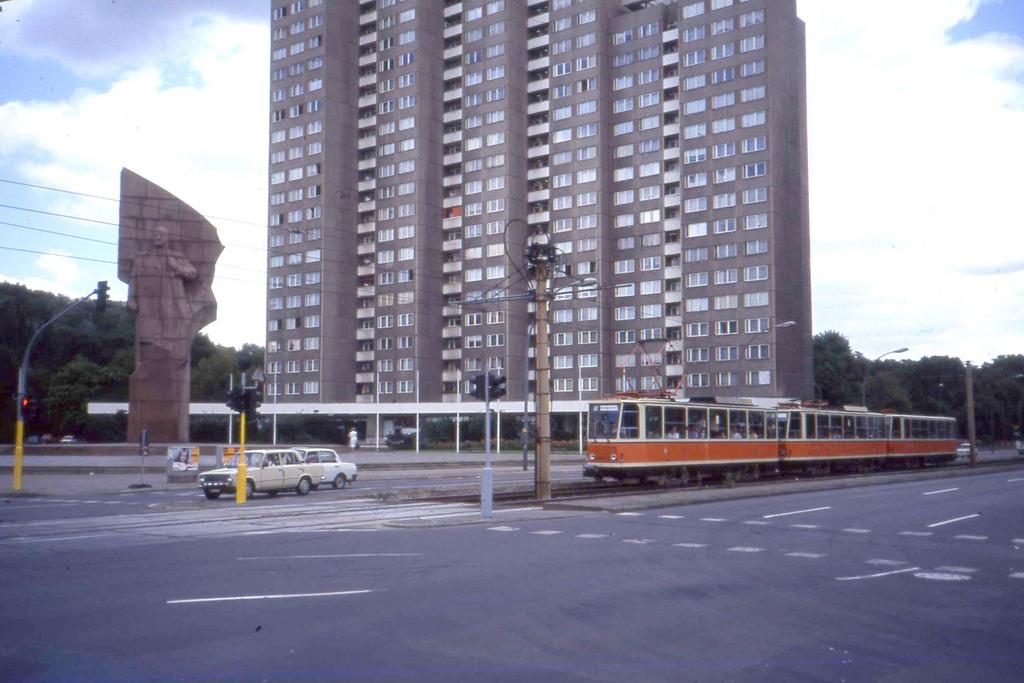 Leninplatz, Berlin with Tatra T6A2  T6A2 by sludgegulper, on Flickr