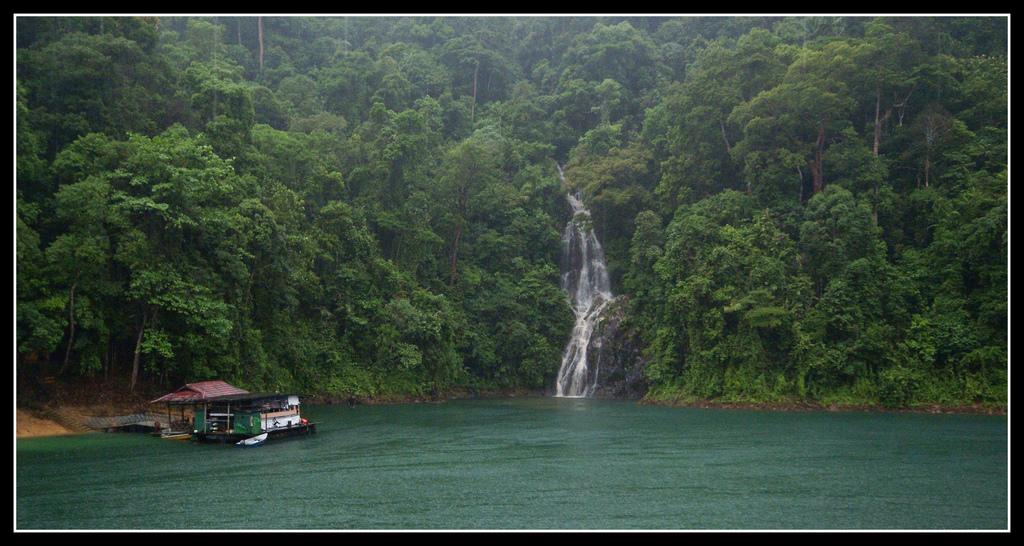 boathouse tasik kenyir waterfall by Lexe-I, on Flickr