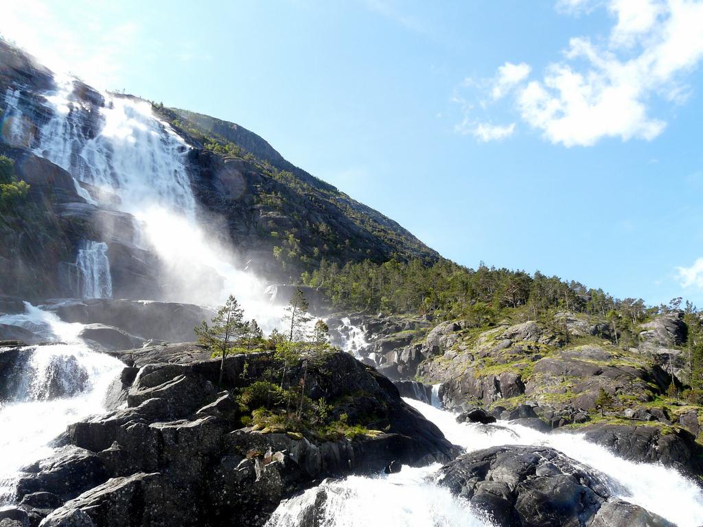 Langfossen waterfall by Bobbie, on Flickr