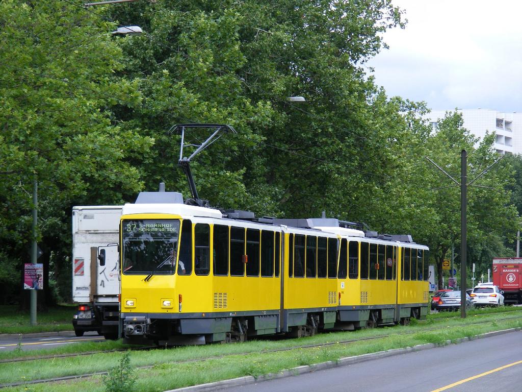 BVG Berlin Tatra Tram set, Linie 37 nach by sludgegulper, on Flickr