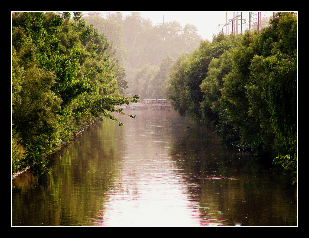 Lahore Canal (لاﻫﻮر ﻧﻬﺮ) by Zillay Ali, on Flickr