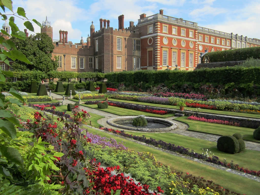 Hampton Court Palace by D-Stanley, on Flickr