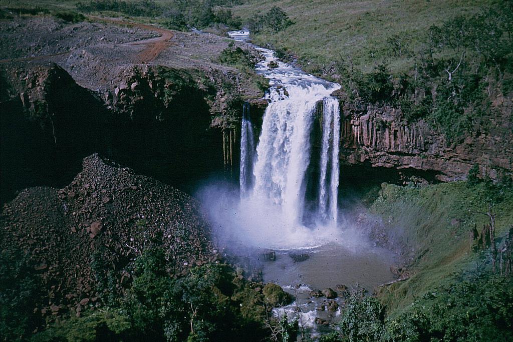Waterfall near Weigt-Davis 1971 (Chu Se by manhhai, on Flickr