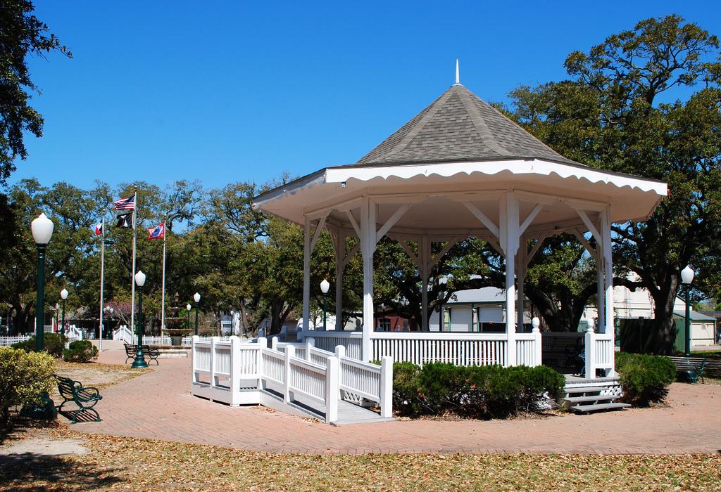 Gazebo, League Park, League City, Texas by Patrick Feller, on Flickr
