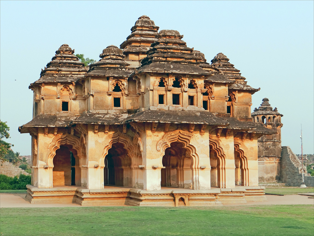 Le Lotus Mahal (Hampi, Inde) by dalbera, on Flickr