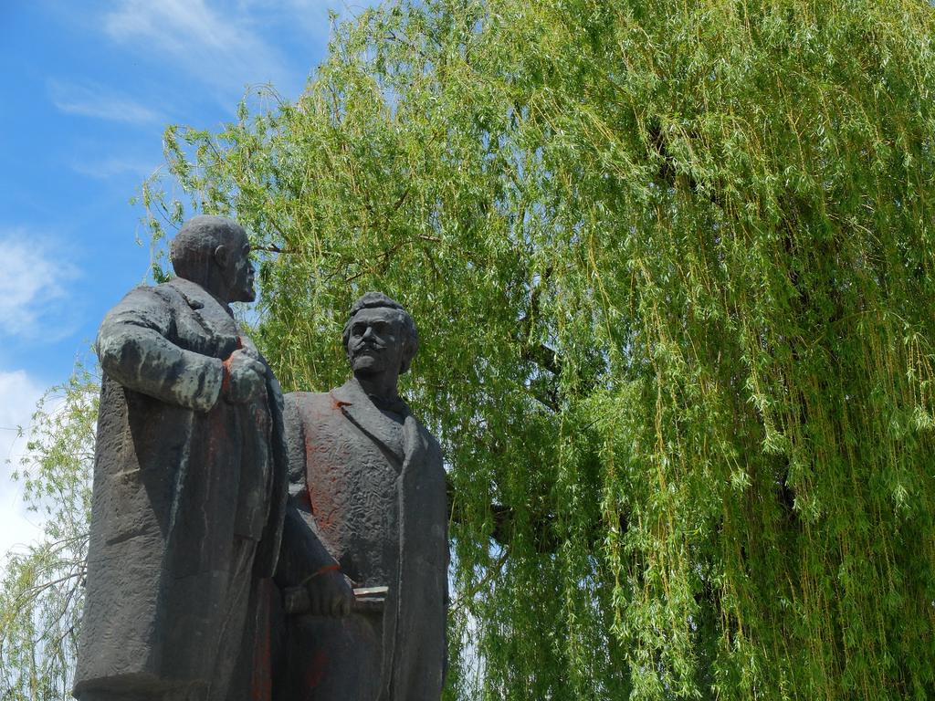 Lenin & Georgi Dimitrov by Boyko Blagoev @ www.beback.bg, on Flickr