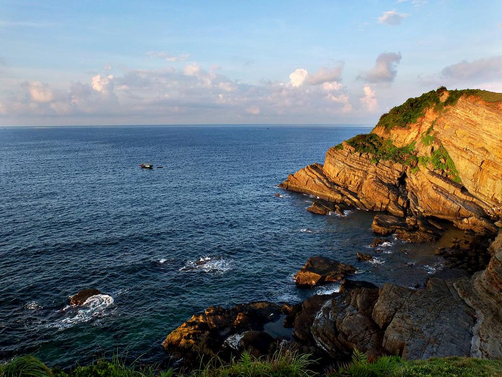 Bãi đá Cầu Mỷ, đảo Cô Tô | C by buianhha, on Flickr