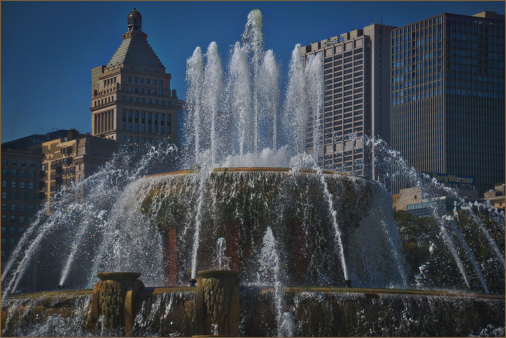 Buckingham Fountain Grant Park Chicago ( by Ron Cogswell, on Flickr