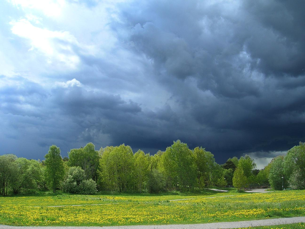 Thunder clouds by visulogik, on Flickr
