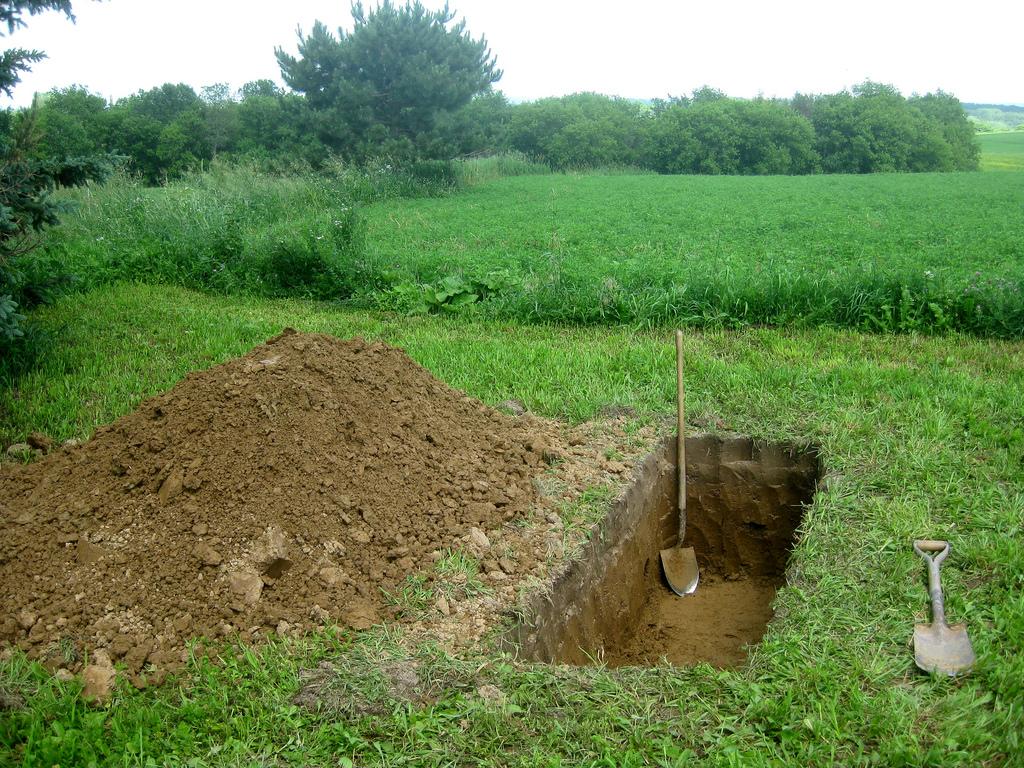 Attleson Farm: Diggin a Grave by eliduke, on Flickr