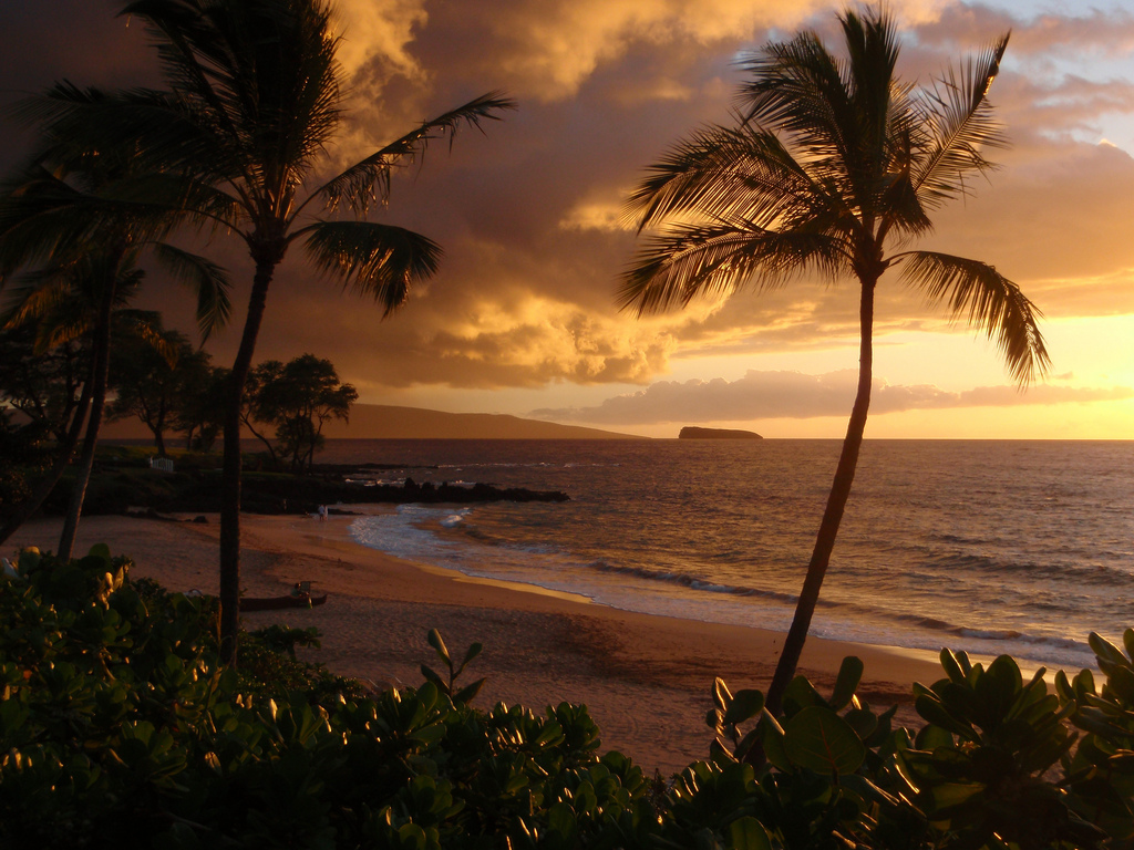 Another Maui Sunset from Makena by MrTavis, on Flickr