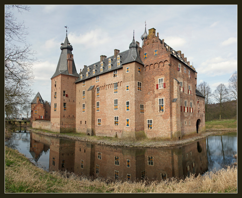 Kasteel Doorwerth / Doorwerth Castle by Bert Kaufmann, on Flickr