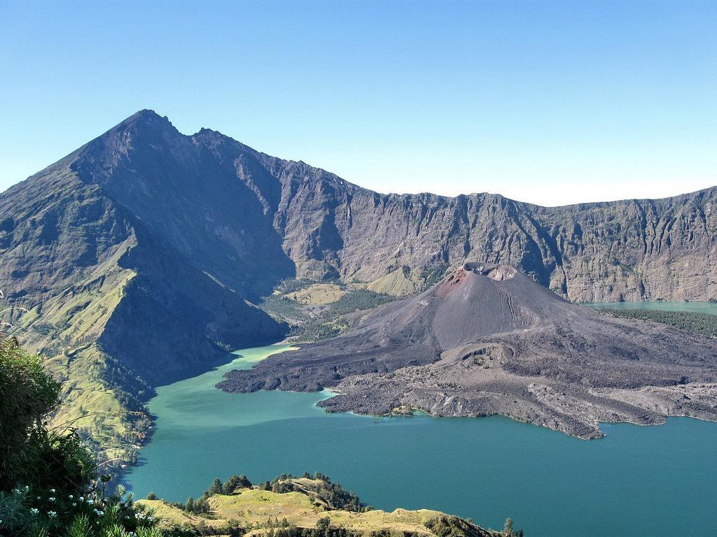 Puncak gunung Rinjani, Danau Segara Anak by Trekking Rinjani, on Flickr