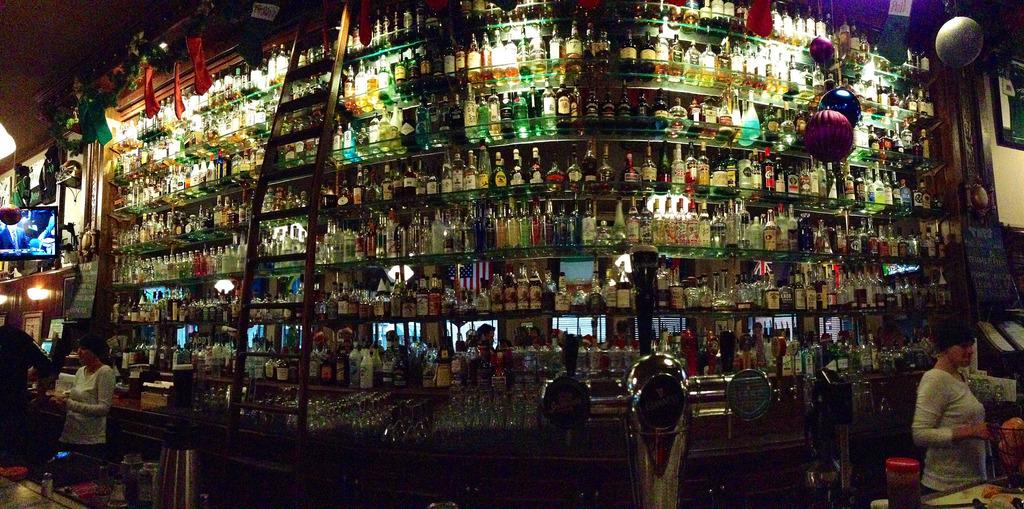 Paddys Bar, Portland, Oregon by Ryan Harvey, on Flickr