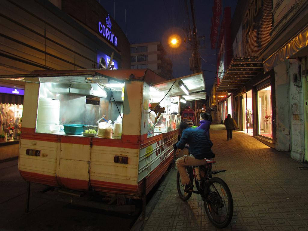 Curico, churros Cuchito en calle Prat by RL GNZLZ, on Flickr